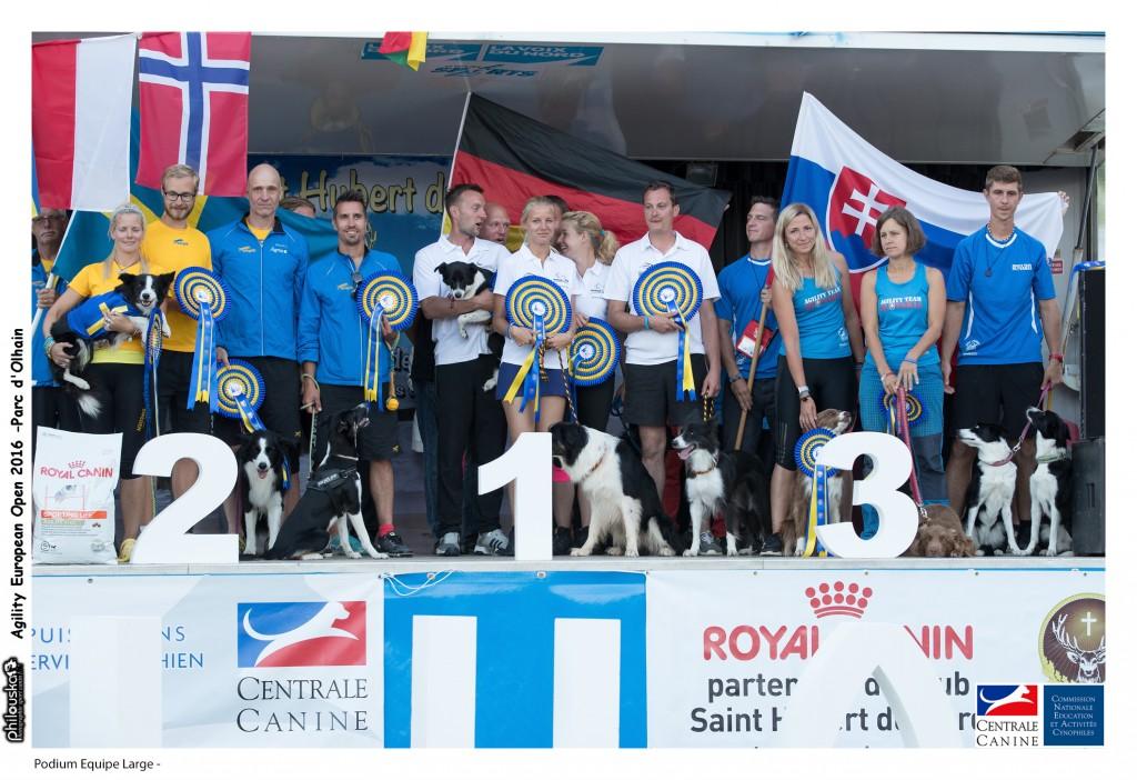Podium Equipe Large - 0003-31 juillet 2016